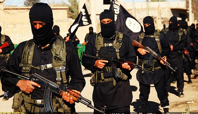 Yarmouk Refugees 'Holding knives' to Defend against ISIS